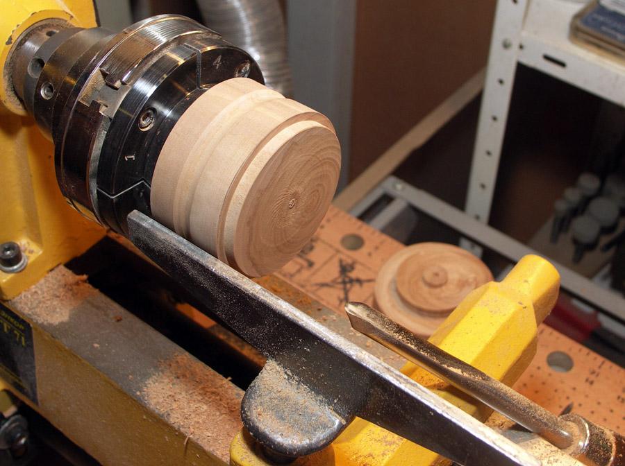 Поделки на токарном станке по дереву: какие сувениры, изделия можно выточить своими руками