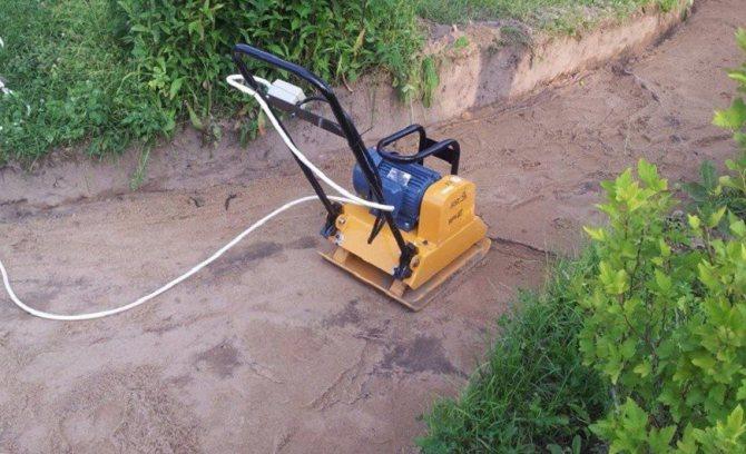 Трамбовка песка: чем утрамбовать его без виброплиты? послойная трамбовка для уплотнения песка виброплитой и вручную водой