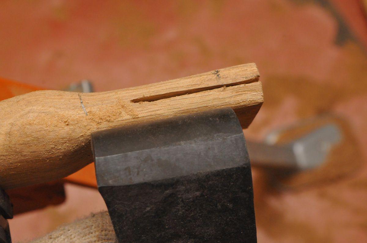 Как насадить топор на топорище самостоятельно?
