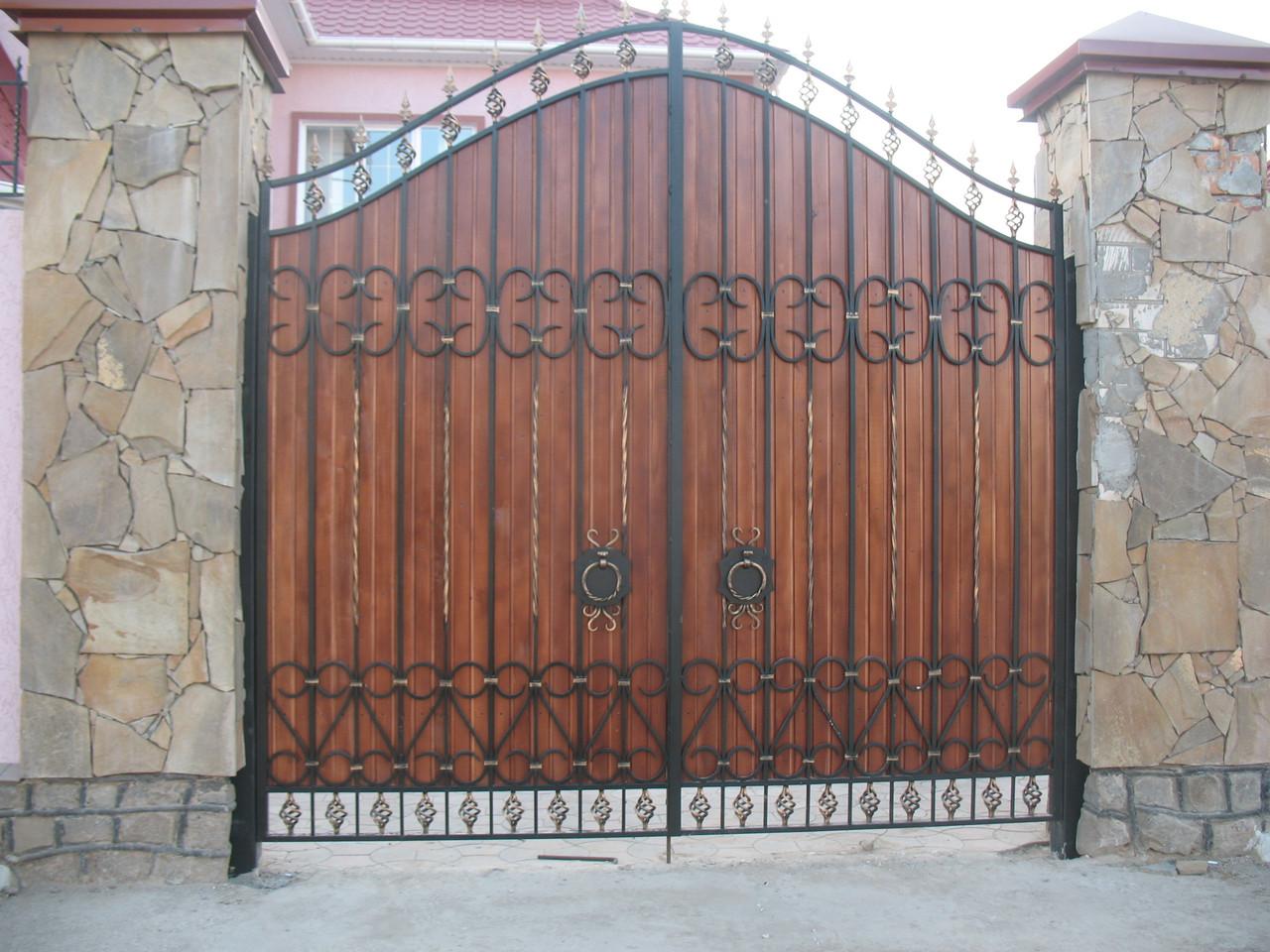 Кованые откатные ворота: визитная карточка частного дома