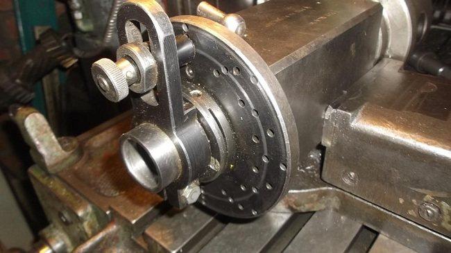 Делительная и расточная головка для фрезерного станка
