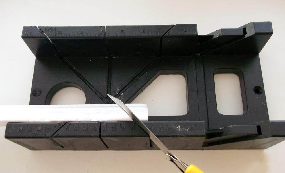 Стусло для плинтусов — режем одинаковые углы