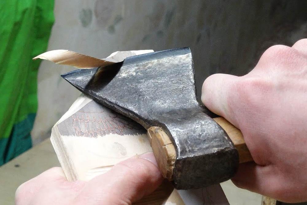 Заточка топора: как правильно заточить, точить, угол заточки, наточить своими руками, в домашних условиях, для рубки деревьев
