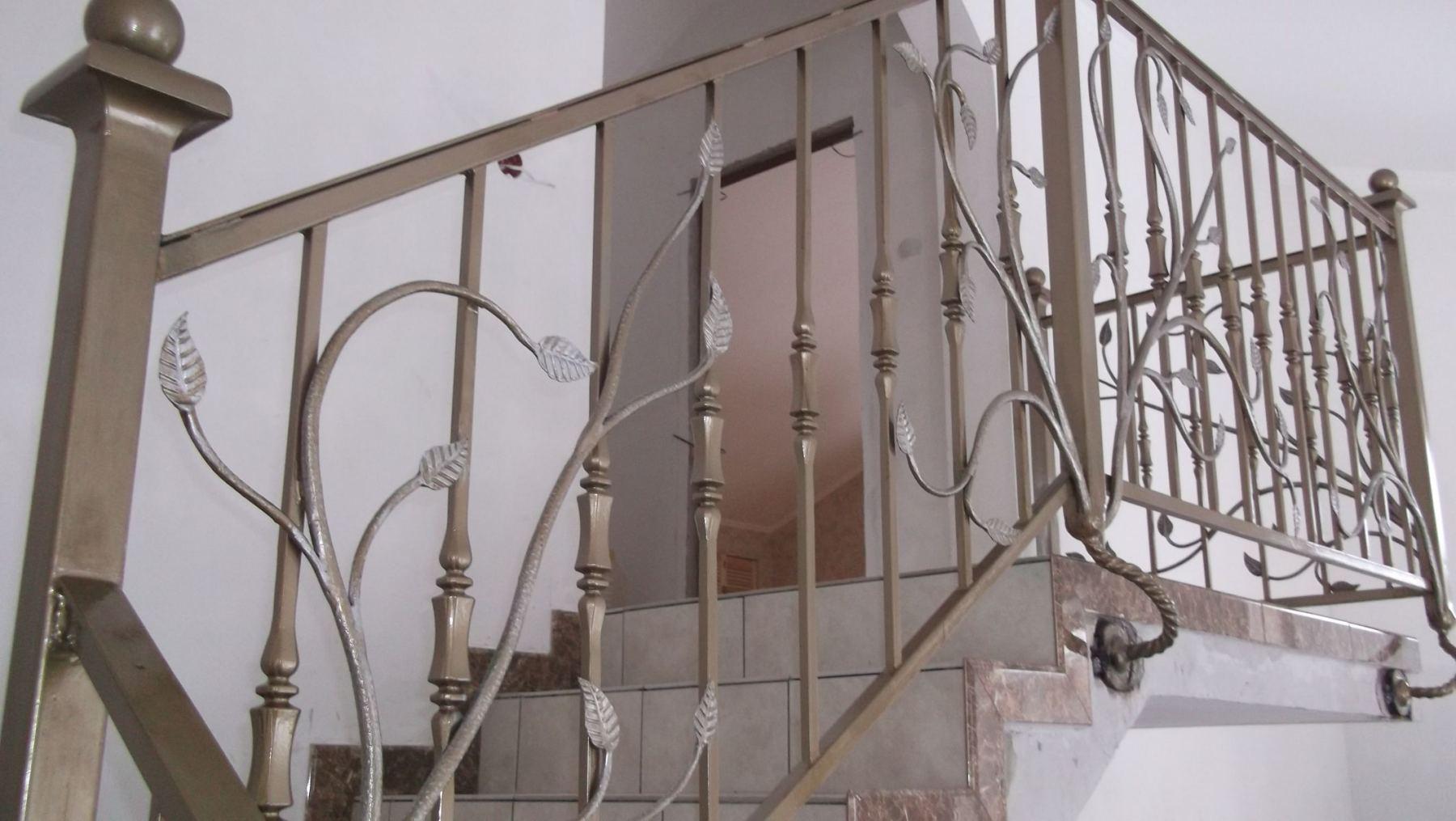 Красивые кованые перила для лестниц: от проекта до установки