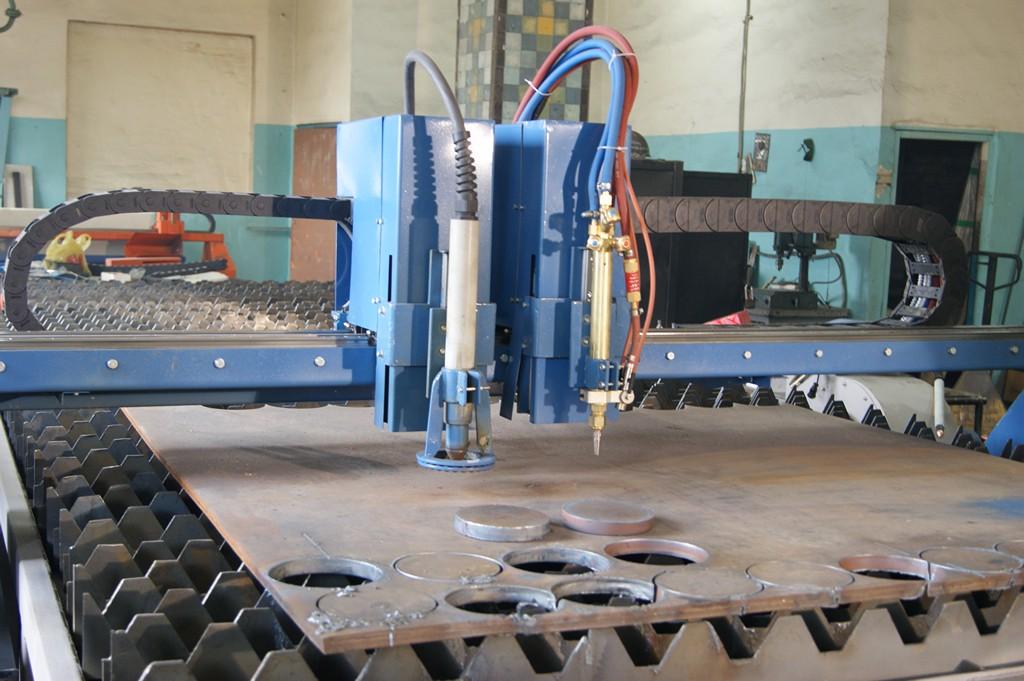 Особенности и преимущества работы установки для плазменной резки металла с чпу