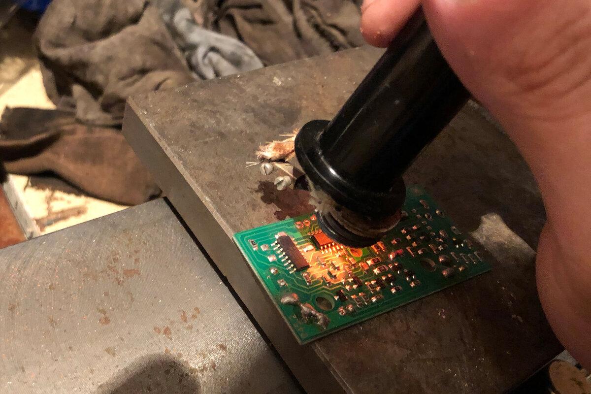 Пайка микросхем и сушка чипов в домашних условиях: правила работы паяльником и паяльной станцией