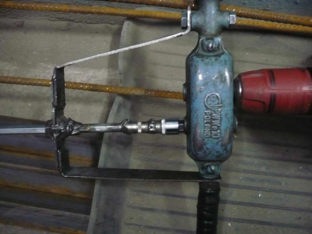 Что можно сделать из старой ручной дрели: два варианта