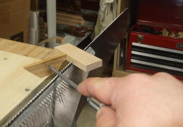 Как наточить ножовку по дереву в домашних условиях своими руками