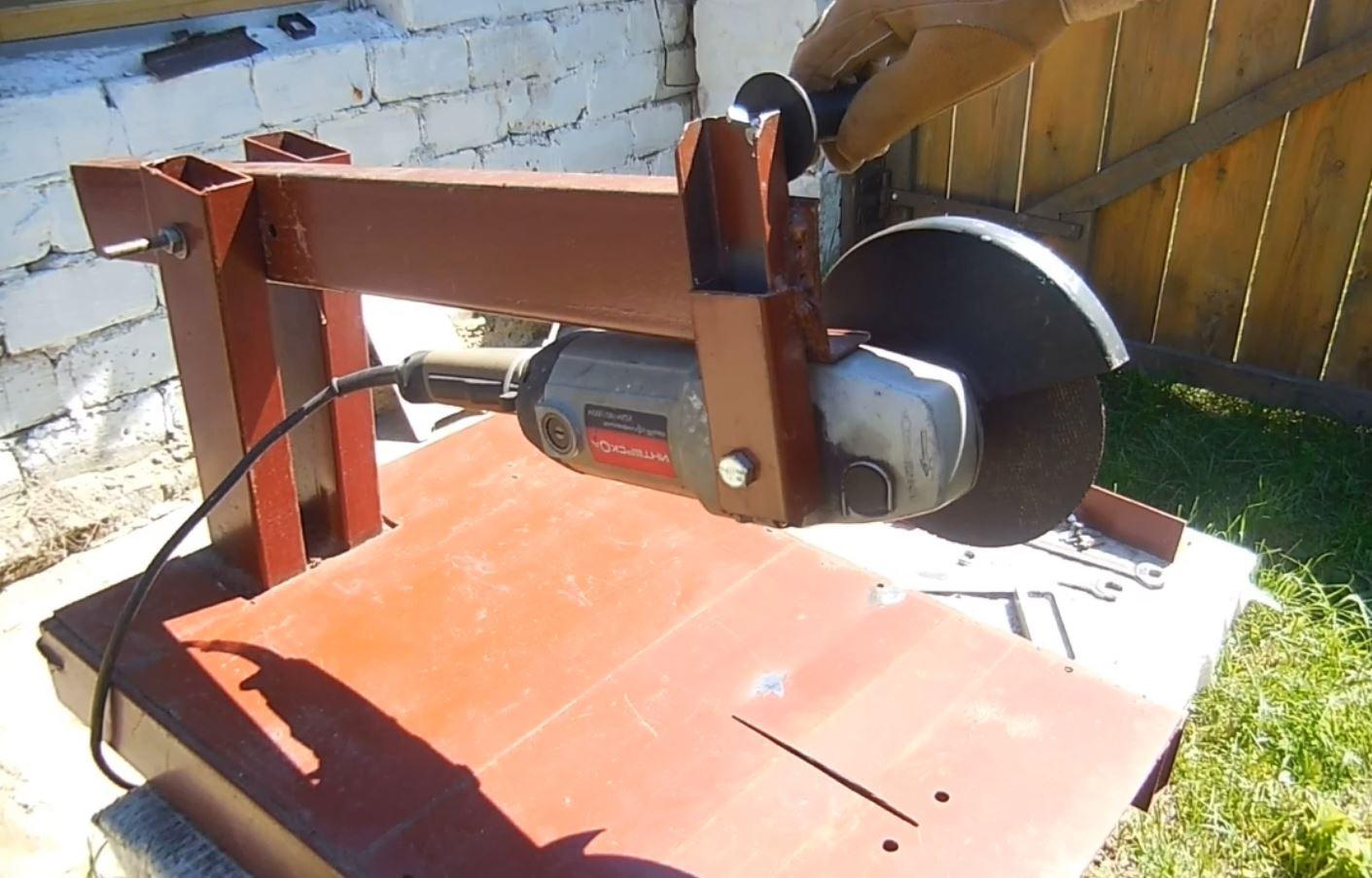 Резка листового металла приспособлением для болгарки