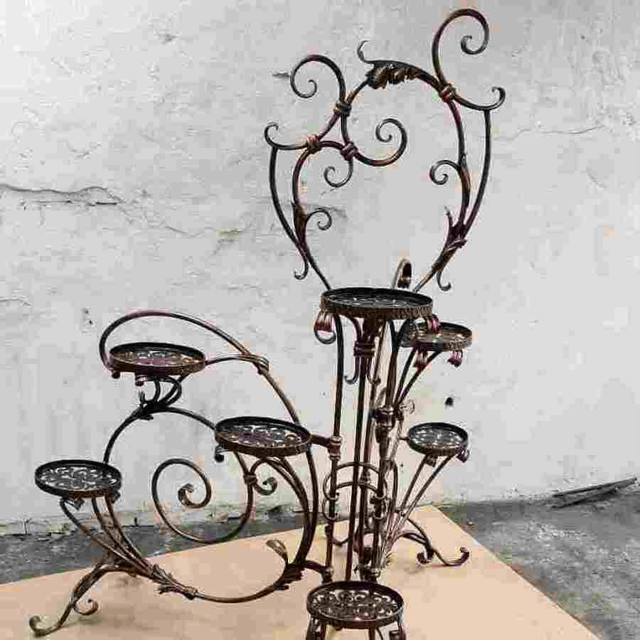 Обустройство зелёного уголка в доме и на улице: присматриваем кованые подставки для цветов