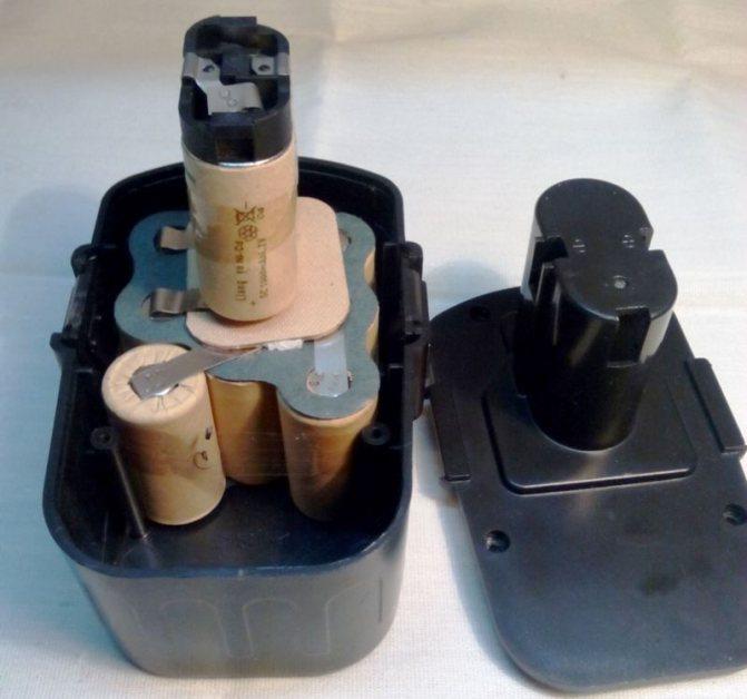 Как проверить аккумулятор шуруповерта мультиметром?
