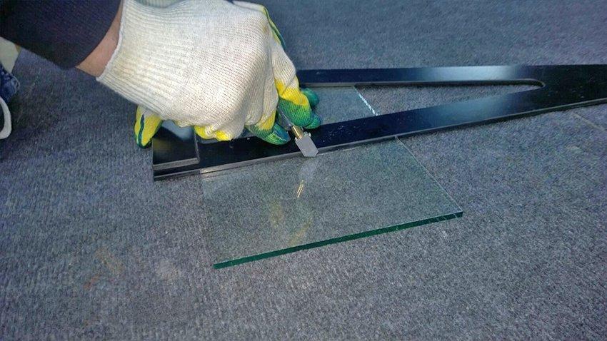 Как просто резать стекло в домашних условиях своими руками стеклорезом | дизайн и ремонт квартир своими руками